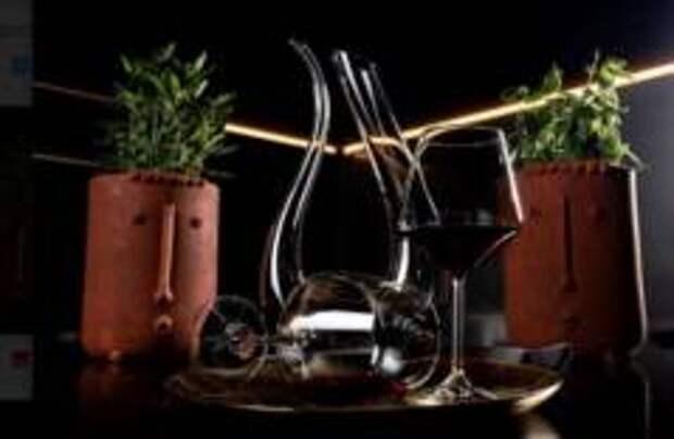 В греческом ресторане «Пифагор» в «часы Диониса» вино будет стоить 200 рублей