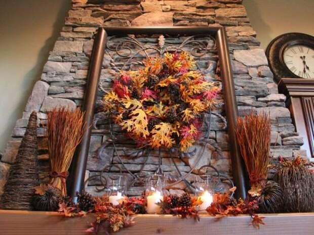 Осеннее украшение каминной полки в частном доме