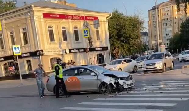 Жесткое ДТП произошло утром вцентре Тюмени