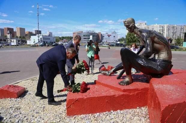В Марьино обновили памятник «Солдату Отечества 20 века»