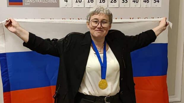 Поздняков наградил шашистку Тансыккужину