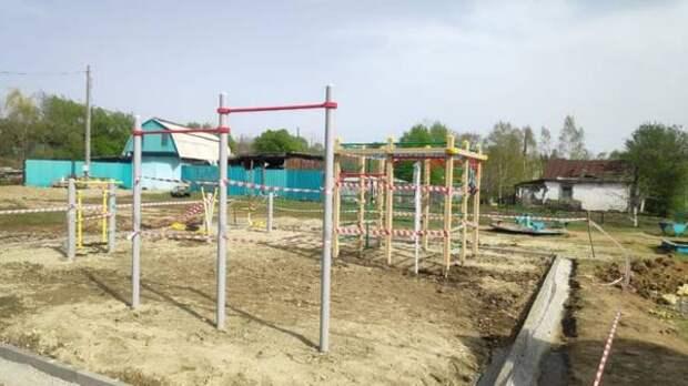 В Уссурийске завершается строительство двух многофункциональных спортивных площадок