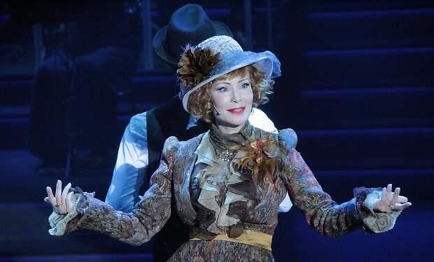 Нонна Гришаева в спектакле «Люся. Признание в любви»