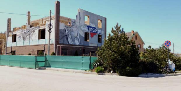 Самострой с оберегом портрета Путина сносят в Севастополе
