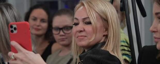 Рудковская и Плющенко окрестили сына Арсения и опубликовали видео в соцсетях