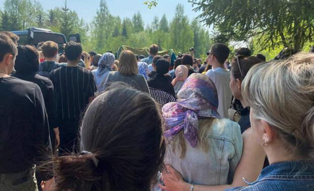 Похороны в тишине. Как Казань прощалась с жертвами стрельбы
