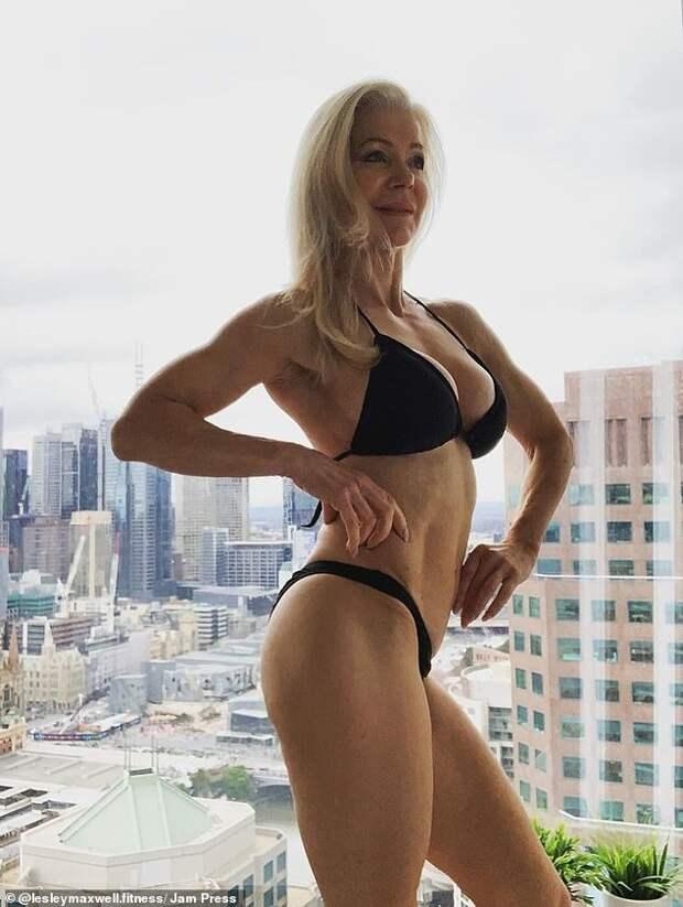 Секси-бабуля дает жару: 63-летняя австралийка занимается втренажерке ивстречается спарнями