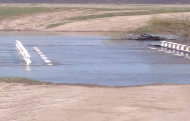 Два автомобильных моста затопило в Гагинском районе