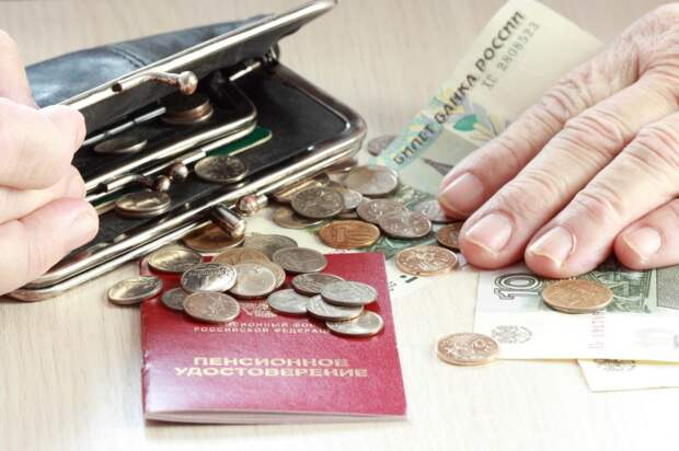 Правительство может резко поднять предельную базу по взносам. Все получат меньше пенсионных баллов за одну и ту же зарплату