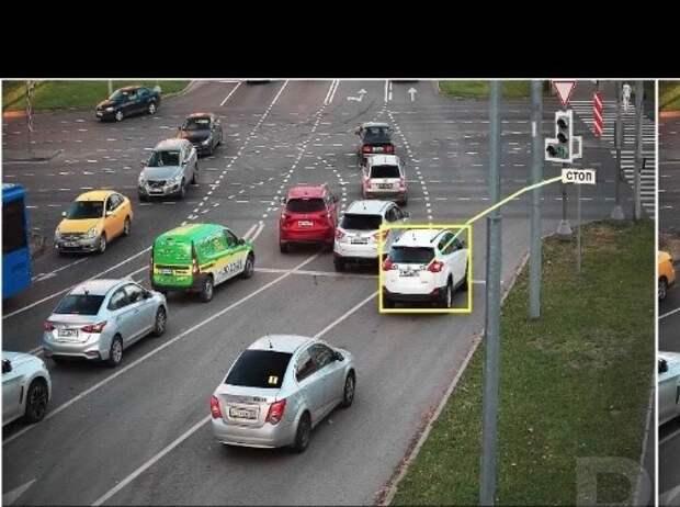 Автовладельцам рассказали как правильно проезжать перекресток на Илимской