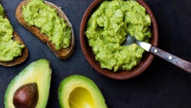 Авокадо — отличный выбор для вкусного, оригинального и питательного завтрака. /Фото: cdn.yjc.ir