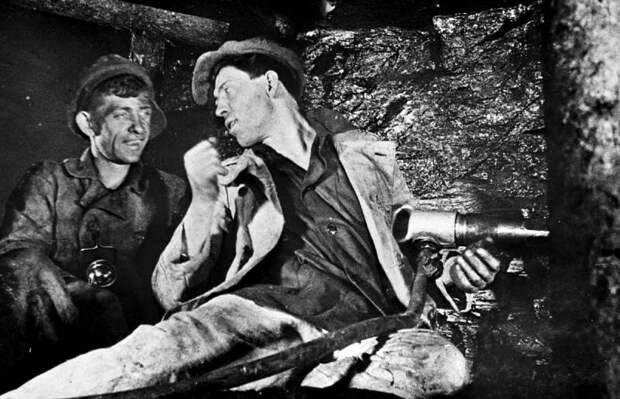 Легендарный шахтер Алексей Стаханов: за что его так ненавидят либералы?