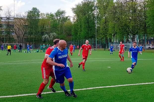 Футбольные амбиции звездных игроков: в Москве прошел Ветеранский турнир Олега Шишканова