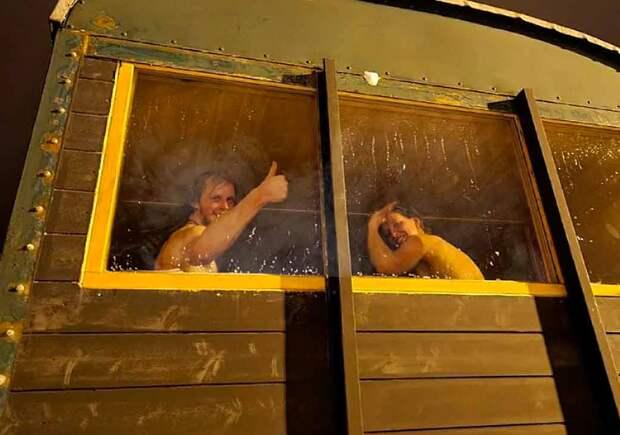 Особенности национальной бани на ЖД. Чешские любители попариться организовали сауну прямо в поезде