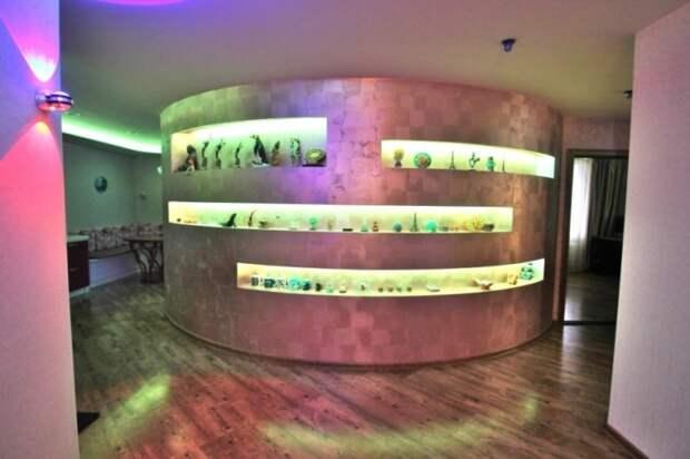 Что квартиру с неоновой подсветкой продаютв Тюмени за 19 млн рублей