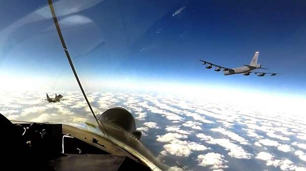 Бомбардировщики США снова патрулировали небо на Украиной. В ВСУ говорят, что теперь это будет регулярным