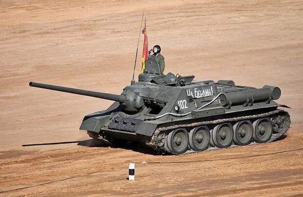 СУ-100 в Танковом биатлоне, 2013 год. Источник: ru.wikipedia.org