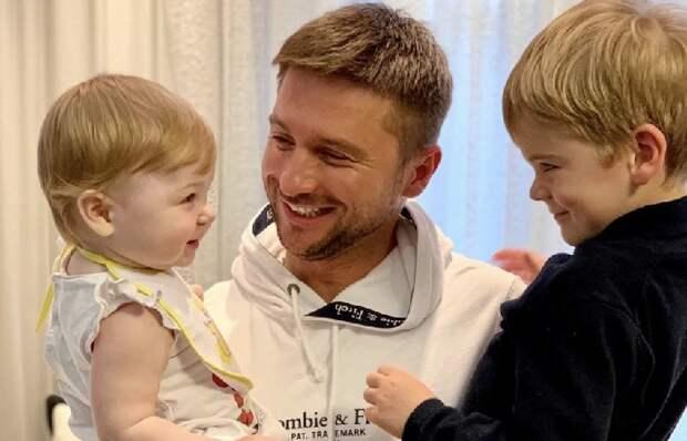 Как Сергей Лазарев воспитывает своих детей