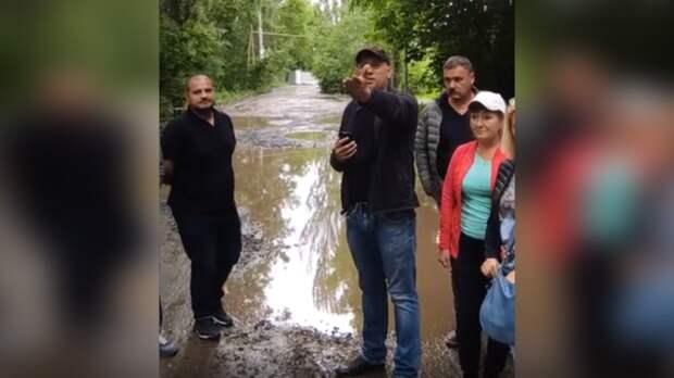 Соседи губернатора Ростовской области тонут вгрязи иумоляют оновой дороге