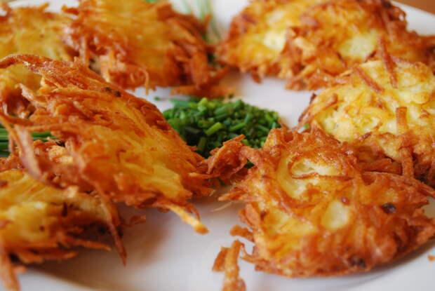 Еврейские драники-латкес из картофеля — сытные и вкусные