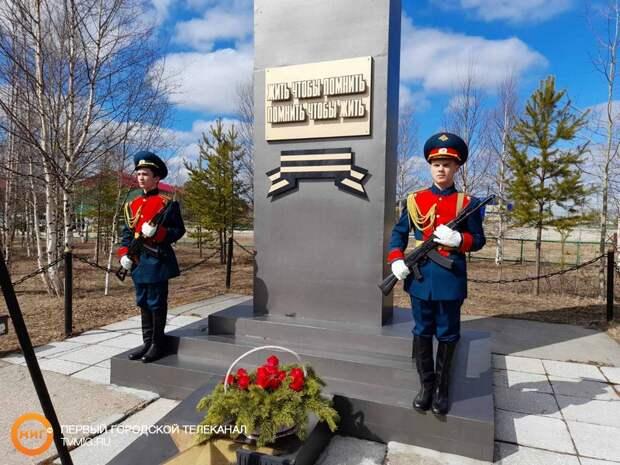 Жители отдалённого микрорайона Ноябрьска отмечают годовщину Победы
