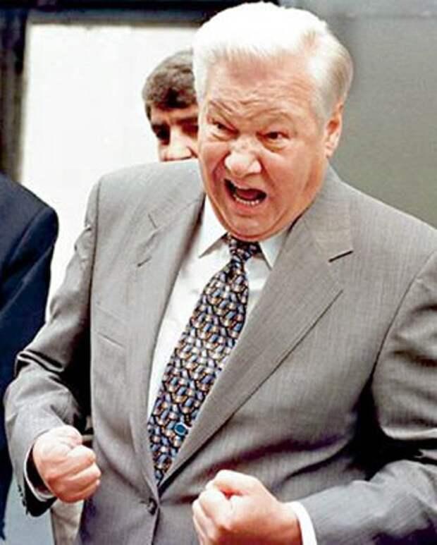14 августа 1998 года, Новгород. Борис Ельцин обещает народу, что дефолта в России не будет. Спустя 3 дня дефолт случился.