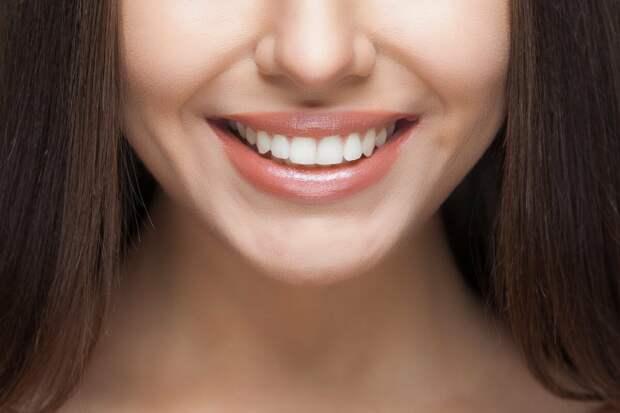 Специалист клиники МЕГАСТОМ Светлана Фролова рассказала о причинах клиновидных дефектов