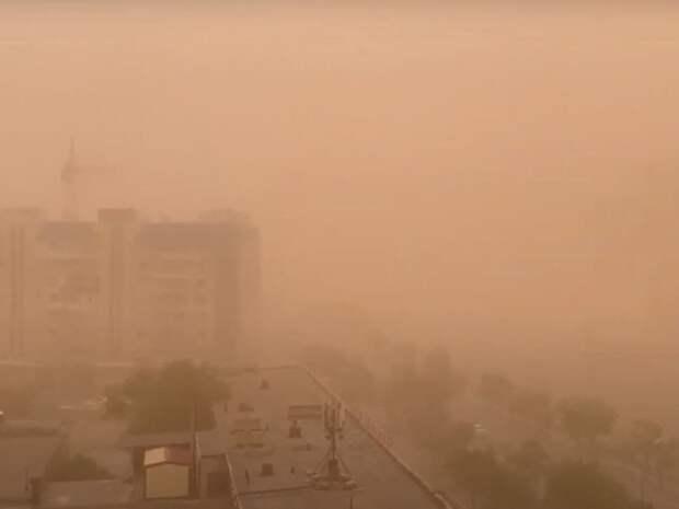 «Несколько раз теряли высоту»: в прошедшую над Астраханью пыльную бурю попал самолет из Петербурга