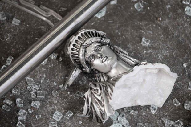 Бывший глава Morgan Stanley Asia: Доллар на пороге грандиозного обвала