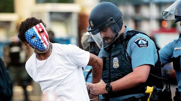 «Американские полицейские— это ужас. Расизм процветает». Сутовский отреагировал наскандал вСША словами Бродского