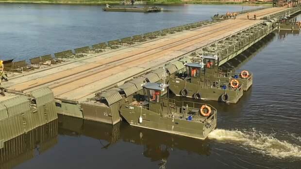 Российские военные побили рекорд по размещению водной переправы на учениях «Запад-2021»