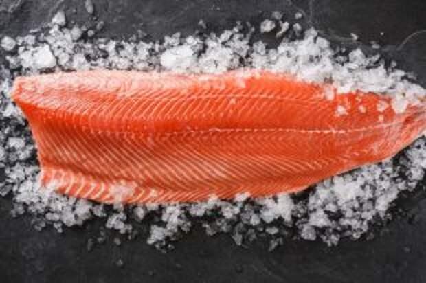 Сколько коронавирус может выживать на охлажденном лососе?