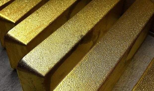 Золото выросло в цене на фоне падения доллара