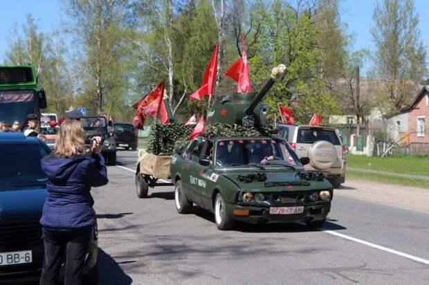 Курган Славы посетили участники автопробега ´Спасибо деду за Победу´.
