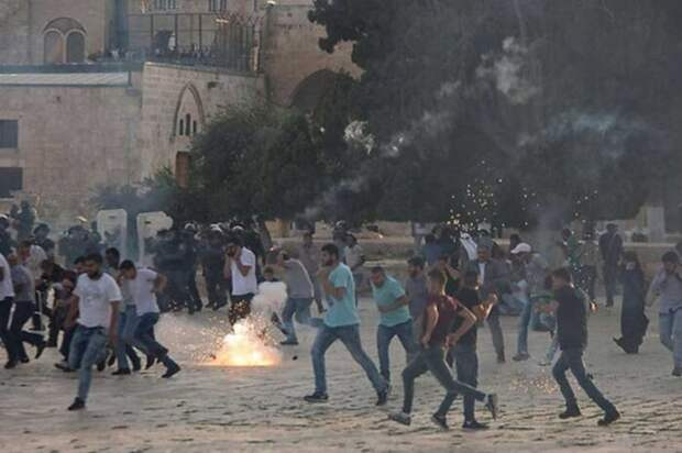 Пока армия отражает атаки ХАМАС, сам Израиль рушится изнутри