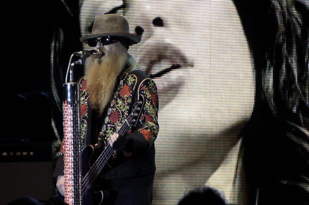 Умер бас-гитарист легендарной рок-группы