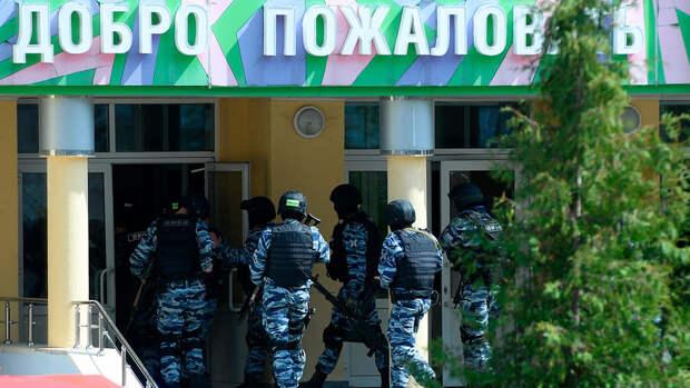 Соседи рассказали о драке устроившего стрельбу в казанской школе с отцом