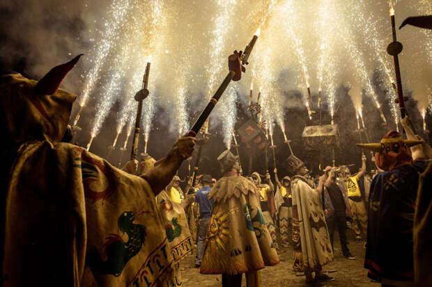 Огненная феерия на испанском празднике Санта-Текла испания, огонь, фестиваль, шоу