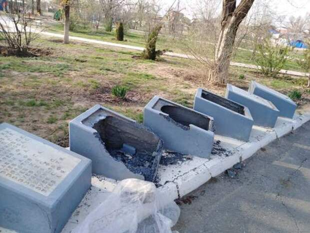 В Астраханской области памятник героям войны разрушили дети