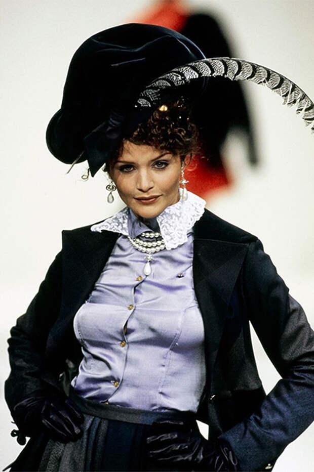 Хелена Кристенсен на показе Vivienne Westwood, 1994 год