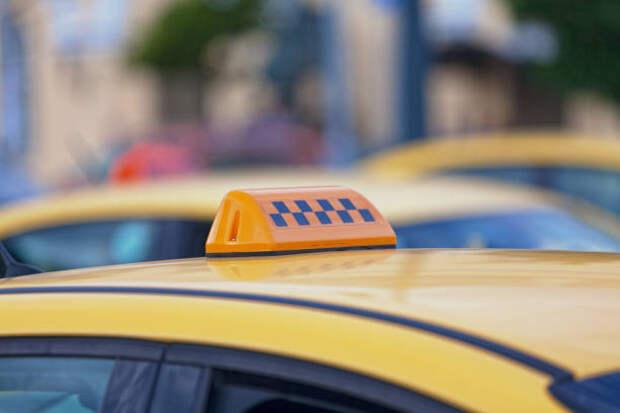 Свыше 50 тысяч поездок за месяц совершили пассажиры такси в районе Ростокино