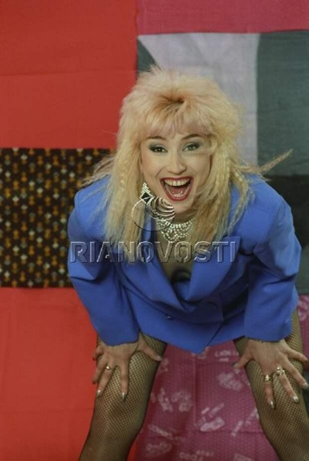 Раритетная фотосессия популярной в 90-ых певицы Маши Распутиной