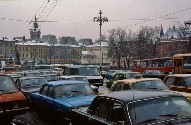Автомобильная пробка в Москве (1984).