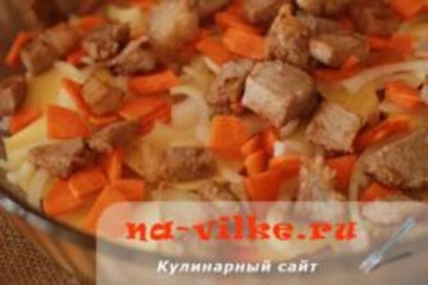 Говядина с картофелем в духовке в молочном соусе