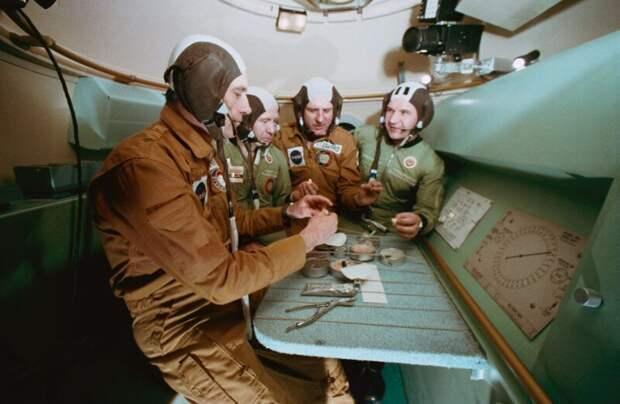 """Совместные тренировки перед стыковкой """"Союза"""" и """"Аполлона"""", 1975 год, Хьюстон история, ретро, фото"""