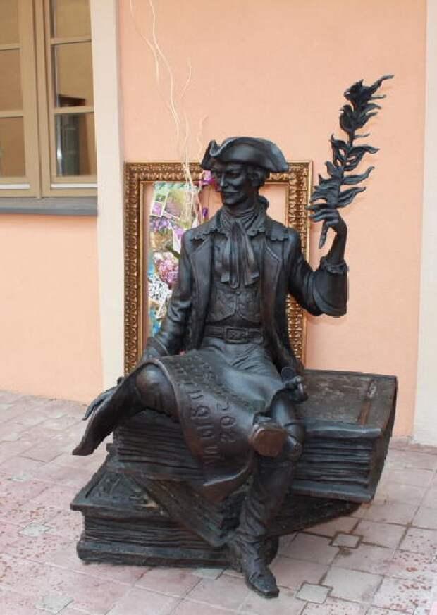 Памятник Барону Мюнхгаузену в Минске.