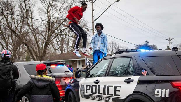 В Миннесоте задержали около 100 человек, протестующих из-за гибели афроамериканца Райта