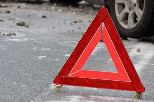 В Воронеже водитель грузовика из мести протащил легковой автомобиль несколько десятков метров