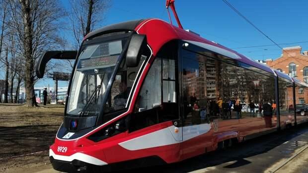 Первые алюминиевые трамваи вышли на улицы Петербурга