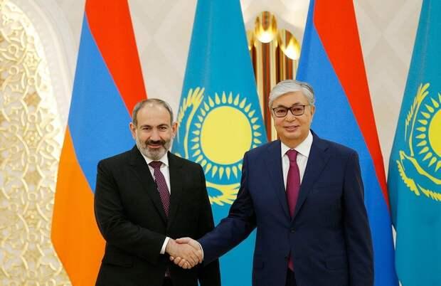 Токаев обсудил с Пашиняном сложившуюся на армяно-азербайджанской границе ситуацию